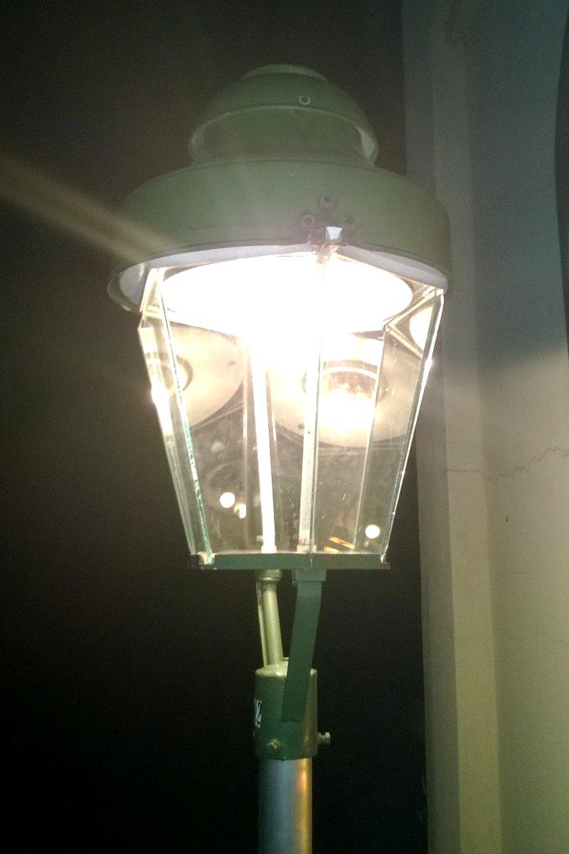 Gaslaterne leuchtet.