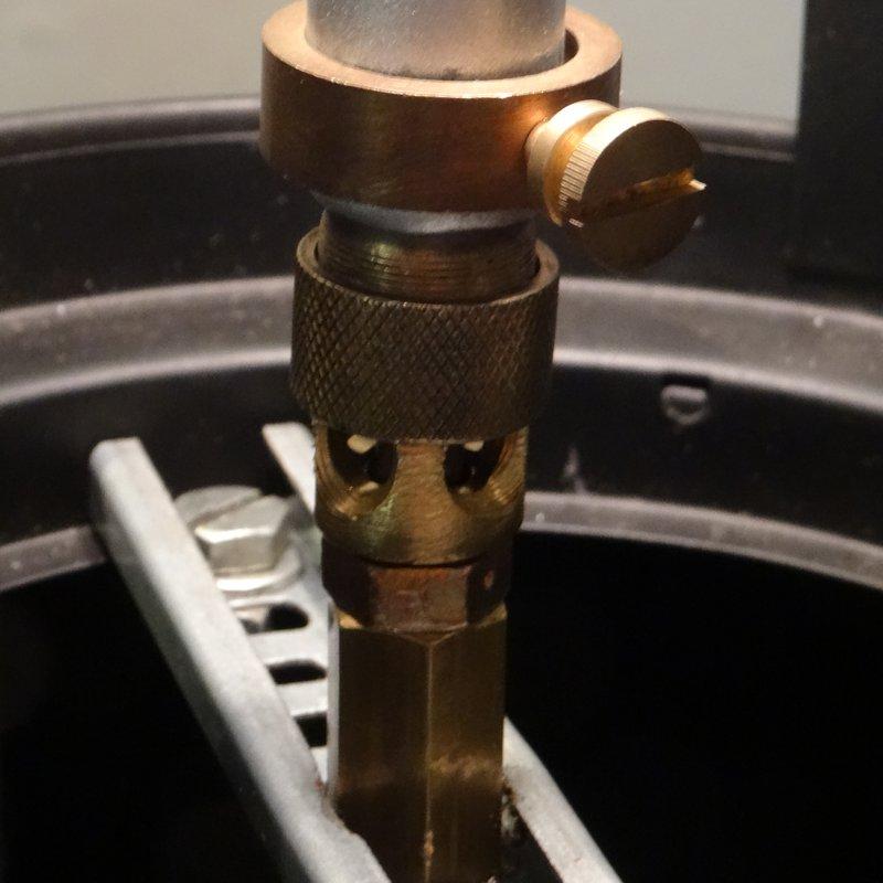 Kerzenlaterne umgebaut zur Gaslampe, Düse, Technik.